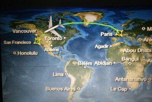 Ecran où nous voyons l'avion arriver à San Francisco.